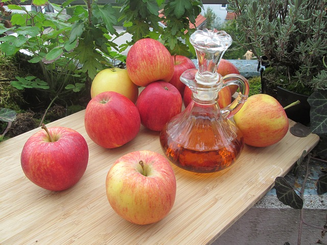 Apple cider vinegar and red apples